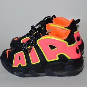 NEW NIKE WMNS AIR MORE UPTEMPO Size 8